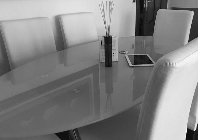 Mesa reuniones - Agencia Publicidad Vitoria-Gasteiz