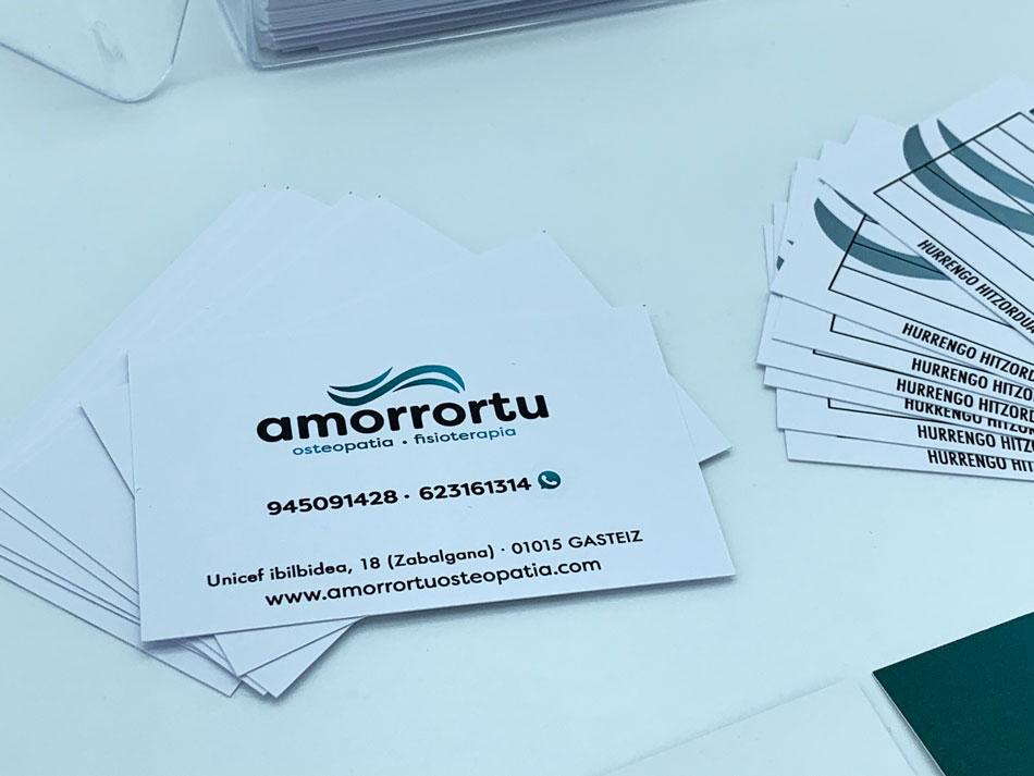 diseno-imagen-corporativa-tarjetas-visita-amorrortu-detalle-by-alunarte